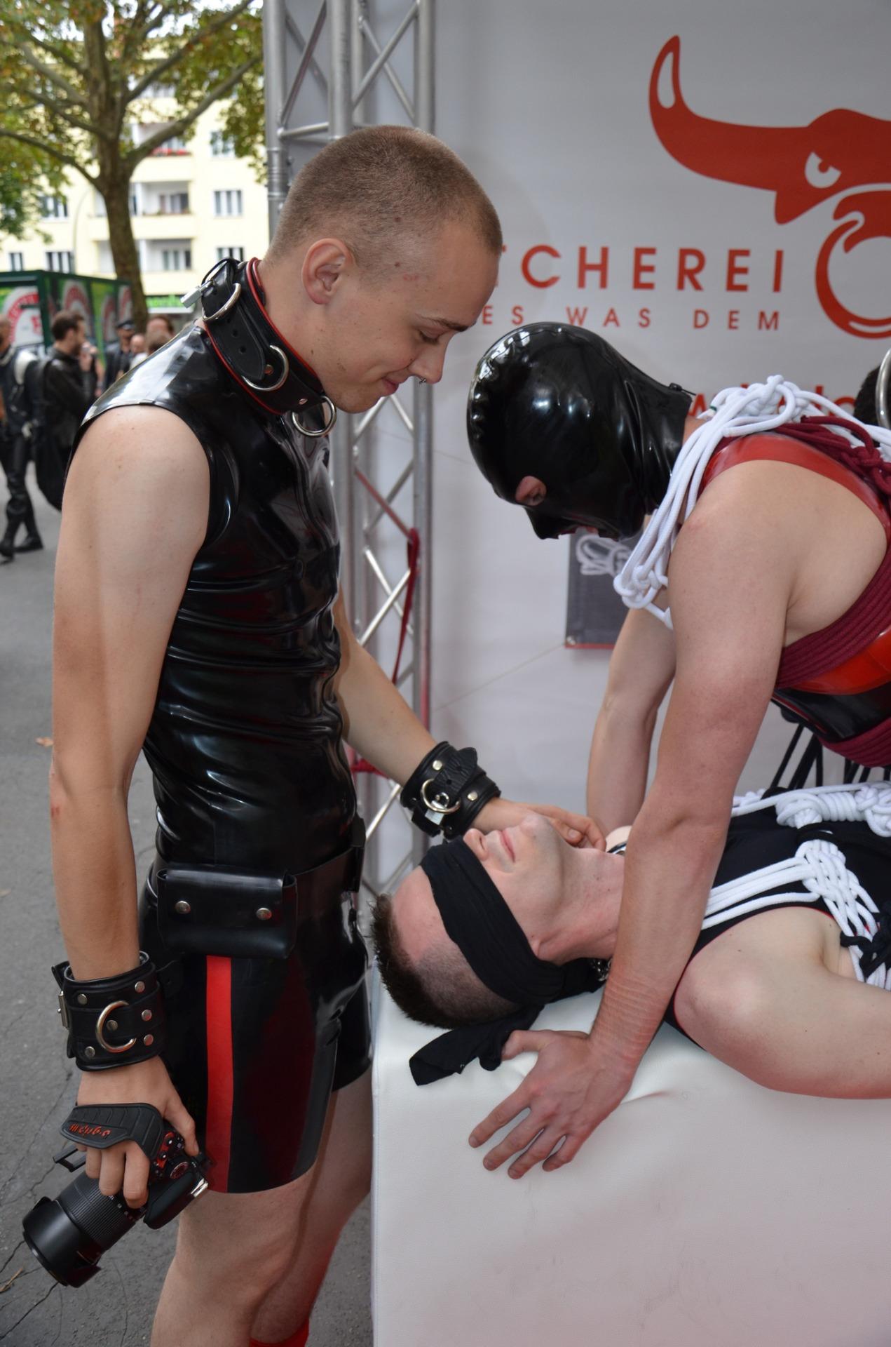 Extremeboyz Archives Gay Bondage And Breath Control