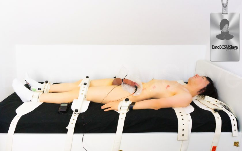 Naked EmoBCSMSlave's electro (ESTIM) and breathplay session